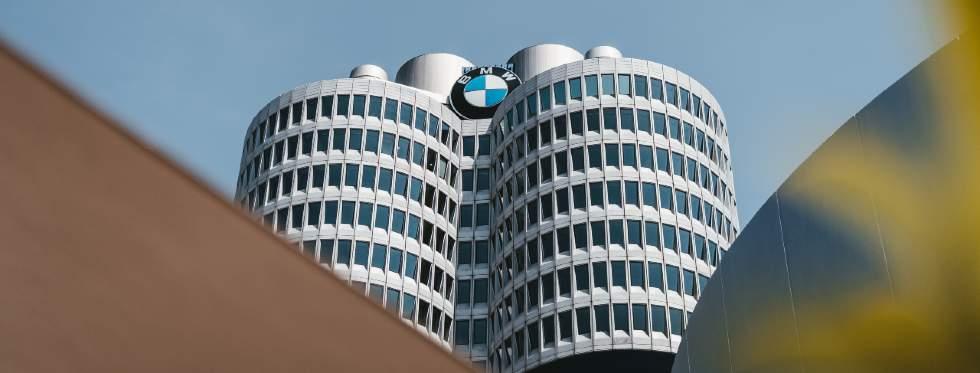 BMW Zentrale in Form eines Vierzylinder-Motors