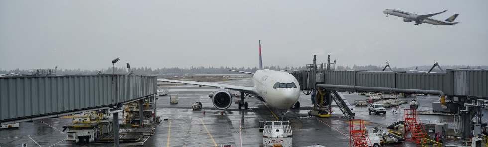 Flughafen Frankfurt mit Flugzeug von Lufthansa