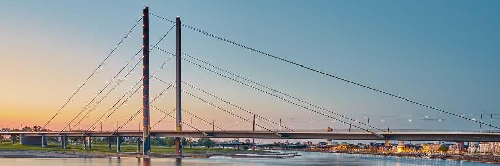 Die Rheinbrücke in Düsseldorf